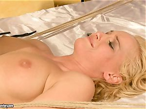 super-hot Kathia Nobili gets her poon filled with chisel