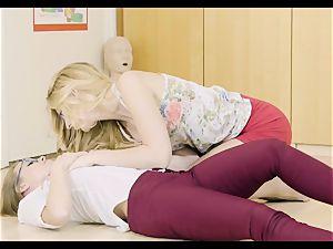 Minge degustating lesbians Britney Amber and Alexa mercy