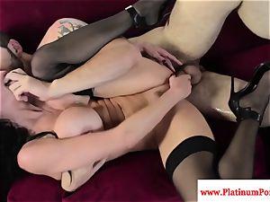 Veronica Avluv gets a throatful of spunk