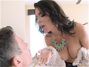 Jessica Jaymes screws her dude in her fresh home