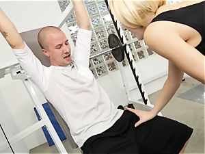Kagney Linn Karter mind-blowing gym romping