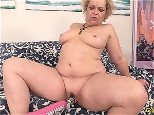 grannie Kelly Leigh Pleasured by Machine