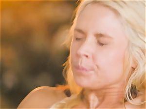 mummy Sarah Vandella tempts super-fucking-hot stunner Jojo smooch
