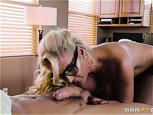 Mature doc Phoenix Marie knows finer what is needs for your boner