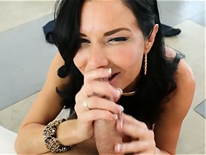 sloppy cougar Veronica Avluv takes it in her ass making her spray