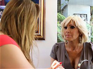 SEXYMOMMA platinum-blonde scissoring with expert stepmom
