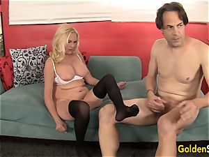 Mature blondie loves to gargle cock