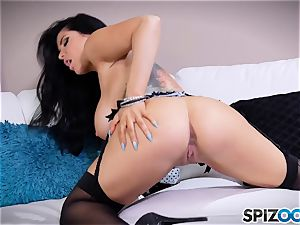 cougar Romi Rain messing with her slit