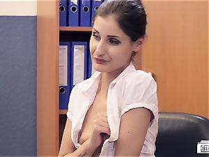 cabooses BUERO - German babe humps manager in office affair