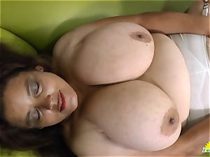 LATINCHILI Rosaly is jerking her ample mexican grannie