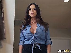 Ariella Ferrera steamy 3some