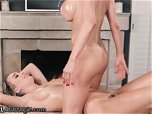 Alexis Fawx makes Natalia Starr spunk from Thai massage