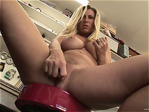 molten Devon Lee likes taunting her mouth-watering moist clitoris