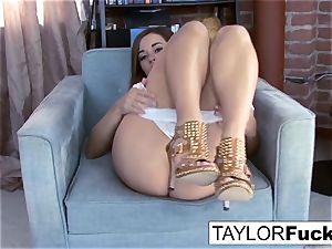 Taylor Vixen demonstrates Off those unbelievable cupcakes